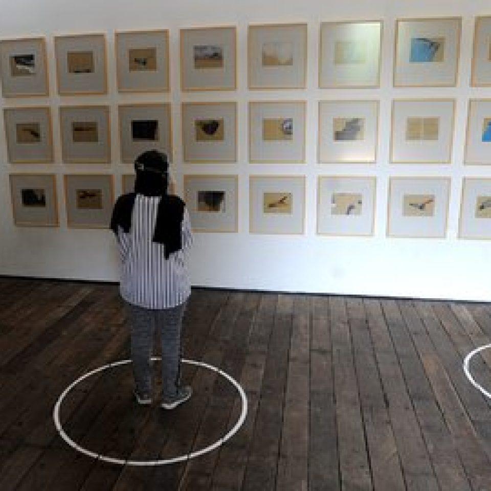 mengunjungi-pameran-lukisan-dengan-protokol-kesehatan-kala-pandemi